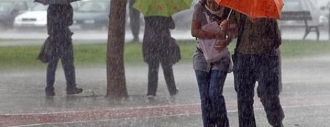 Aguaceros persistirán por incidencia de vaguada y onda tropical
