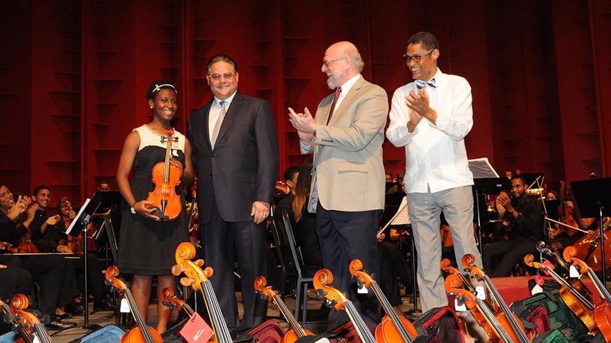 Orquesta Sinfónica Infantil Santiago realiza primera presentación