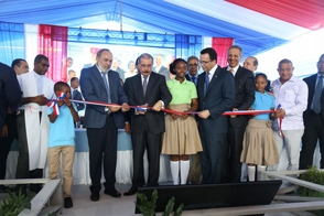 Medina entrega cuatro escuelas