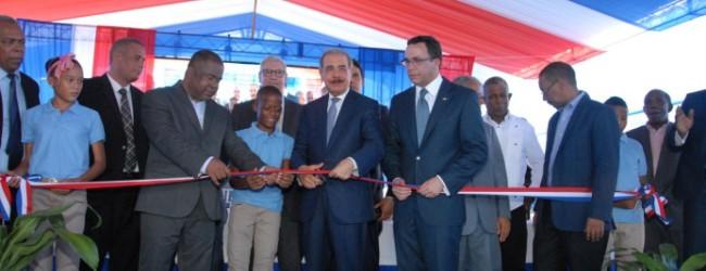Medina entrega centro educativo en Bahoruco