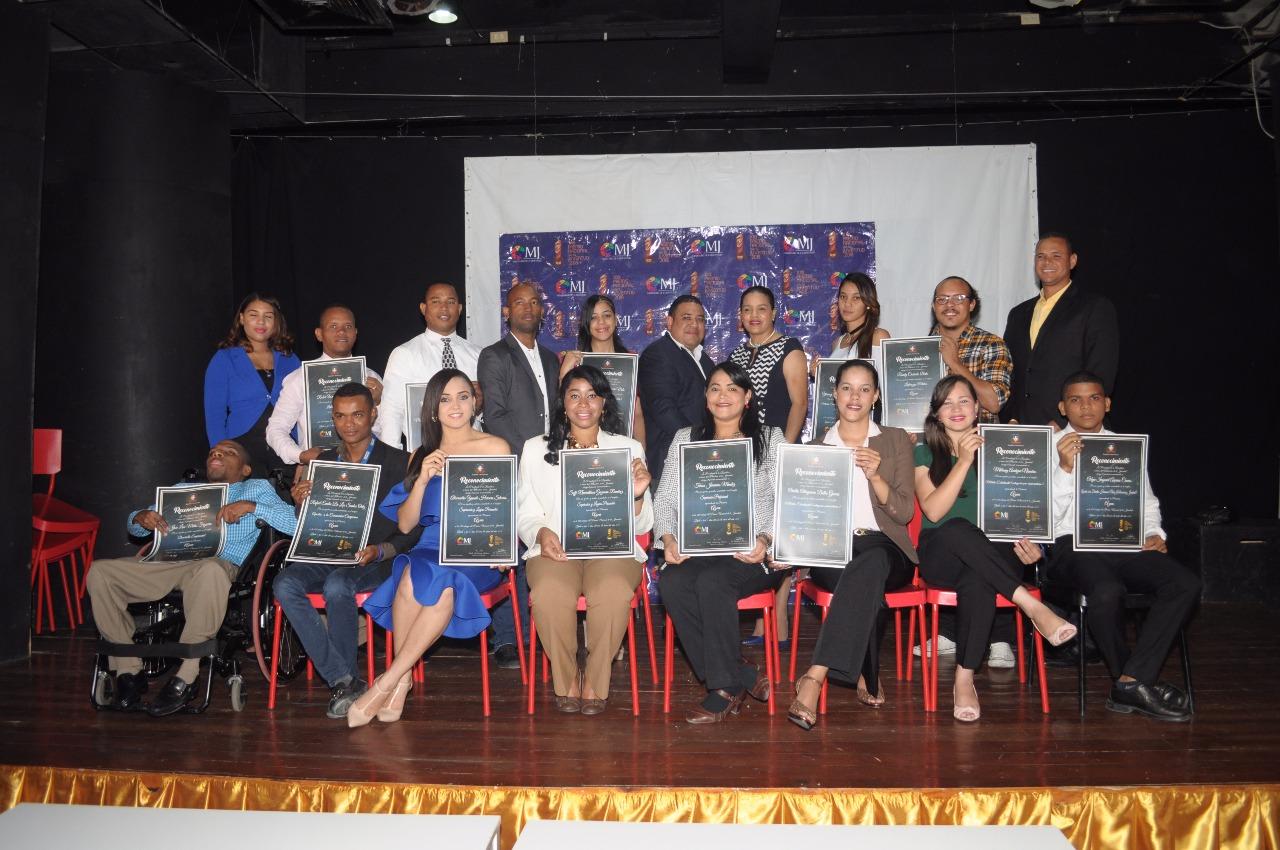 Finalistas del Premio Nacional de la Juventud 2018 de la provincia Azua reciben reconocimientos
