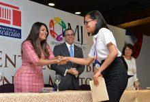 Ministros de Educación y Juventud entregan becas