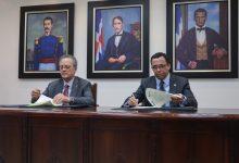 Fundación Popular y MINERD firman acuerdo