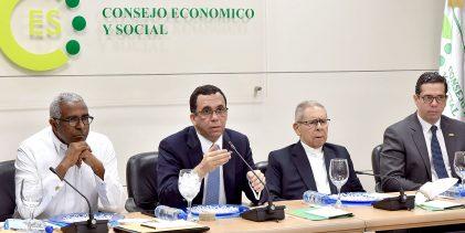 """""""Navarro presenta al CES para Ley de Educación"""""""