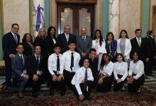 Medina recibe 10 estudiantes meritorios de NY