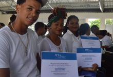 ITLA entrega 849 becas para estudiar inglés