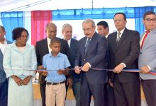 Medina entrega tres centros educativos