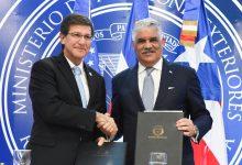 Vargas suscribe memorándums con Puerto Rico