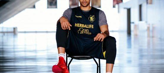 Eulis Báez firma por tres temporadas