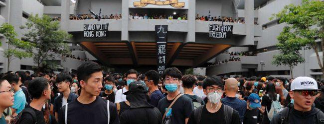 Estudiantes unen Protestas en Hong Kong