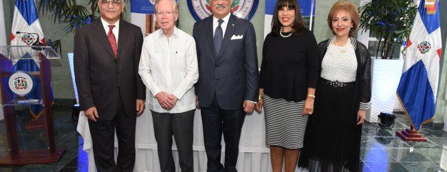 Canciller Vargas exhorta apoyar 2da. Premio al Emigrante Dominicano