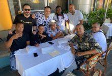 Los Solteroski firman contrato millonario