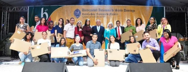 MJ entrega 30 laptops en la provincia Duarte