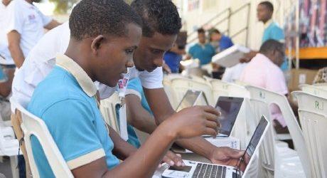 MINERD entrega 8,313 notebooks y 400 laptops a docentes Bahoruco