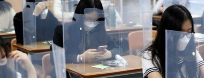 Estudiantes de Corea del Sur vuelven a las aulas