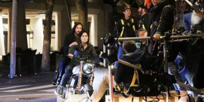 Keanu Reeves, junto a su novia, viajó a Berlín para retomar el rodaje de Matrix 4