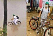 Enfermera en pedales, medio de  inundación atiende pacientes con COVID-19